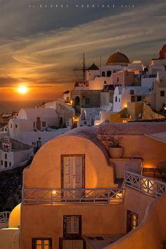 Greece Travel Inspiration - Sunset in Oia, Santorini, Greece