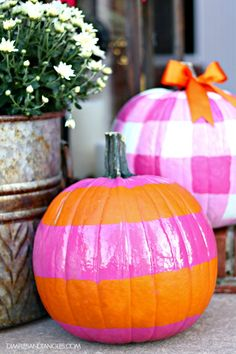 Dimples and Tangles: FALL FRONT PORCH DECORATIONS USING HOT PINK AND ORANGE