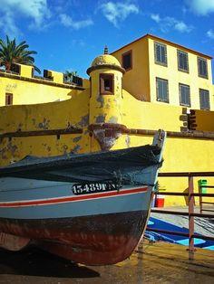 Visit the fishing beach of Forte Sao Tiago , Madeira, Portugal