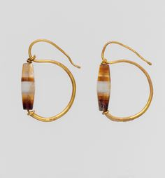 Gold earring with agate bead Period:Late Republican–Early Imperial Date:late 1st century B.C.–2nd century A.D. Culture:Roman Medium:Gold, agate