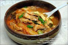 일주일이 든든한 국물요리8가지 (탕, 국,찌개) – 레시피 | 다음 요리 Korean Food, Soups And Stews, Thai Red Curry, Food And Drink, Dishes, Cooking, Ethnic Recipes, Board, School
