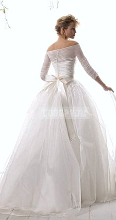 Le spose di Gio 2015 Spring Bridal Collection - Wedding Dresses For Women Organza Wedding Gowns, Bridal Dresses, Tulle Gown, Non Plus Ultra, Wedding Attire, Wedding Decor, Beautiful Gowns, Dream Dress, Bridal Collection
