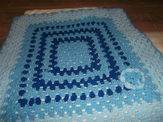 manta en lana sintetica gruesa en tonos de celeste y azul