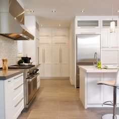 Paneling on island Kitchen Drawers, Kitchen Cabinets, Gray And White Kitchen, Up House, Grey Kitchens, Cuisines Design, Kitchen Design, Kitchen Ideas, Home Remodeling