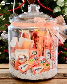 Gifts In A Jar Teacher gift, birthday gift, holiday gift, for any reason and no reason. Gift baskets have been done to death, so give a gift in a jar this year! Check out these 10 creative ideas for heartfelt holiday gifts packed up in a jar. Creative Gifts, Unique Gifts, Best Gifts, Creative Ideas, Unique Presents, Christmas Gifts For Friends, Holiday Gifts, Christmas Ideas, Hostess Gifts