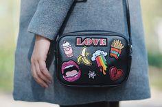 Look do dia: Bolsa preta com patches