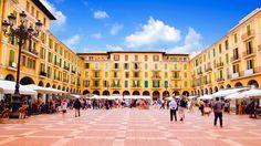 Der Plaza Major in Palma de Mallorca - Das Magazin www.mallorca-ok. Menorca, Africa Travel, Spain Travel, Beautiful Places To Visit, Great Places, Ibiza, Barcelona, Destinations, Shopping Places