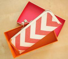 Chevron Wallet - Kisslock Clutch Wallet - Coral and White Chevron Slim Kisslock Frame Wallet on Etsy, 25,01 €