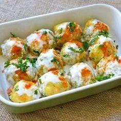 Patates, havuç ve sarımsaklı yoğurt bir araya gelir de bu lezzete hayır demek mümkün olabilir mi? Hazırlaması pratik, lezzeti dev,…