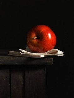 Manzana sobre lienzo