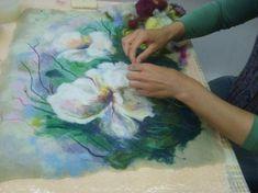 Nuno Felting, Needle Felting, Felt Pictures, Felted Wool Crafts, Mug Cozy, Felt Purse, Wool Art, Felt Art, Felt Flowers