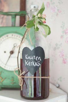 Valmista itse herkullista kuusenkerkkäsiirappia ja säilö metsän aarre kauniisiin pulloihin - Ruususuu ja Huvikumpu - Kodin Kuvalehti