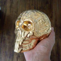 #skullbrain GOLD #porcelain by @byemiliogarcia x @kolintribu // last sculpture on sale @ www.artandtoys.com #limoges #edition #France