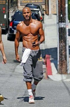 Eye Candy: Our Favorite Muscle Men Ricky Whittle Gorgeous Black Men, Handsome Black Men, Beautiful Men, Hot Black Guys, Hot Guys, Bald Men Style, Hommes Sexy, Raining Men, Fine Men