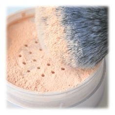 Natural Makeup DIY : Faire sa poudre libre et son blush soi même: - You only need to know some tricks to achieve a perfect image in a short time. Beauty Tips For Face, Natural Beauty Tips, Beauty Secrets, Natural Makeup, Beauty Hacks, Beauty Products, Beauty Guide, Natural Products, Beauty Ideas