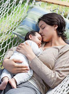 Gemeinsamer Schlaf mit Baby in der Hängematte