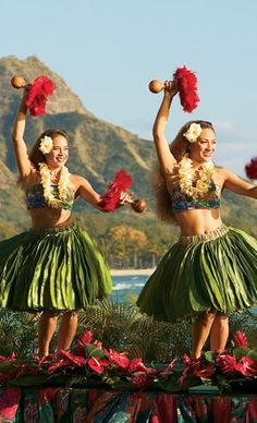 Hula dancing is always full of life ! Hawaii love !
