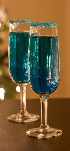 Blue Sparkling Star Champagne Cocktails Ingredients 1 ounces orange infused vodka 1 ounces blue curaçao Champagne Instructions Rim 2 champagne glasses with blue cocktail sugar. Pour in vodka & curaçao Top each glass with champagne Cocktails Champagne, Cocktail Drinks, Blue Drinks, Champagne Glasses, Cocktail Recipes, Drink Recipes, Blue Curacao Drinks, Cocktail Ideas, Bourbon Drinks