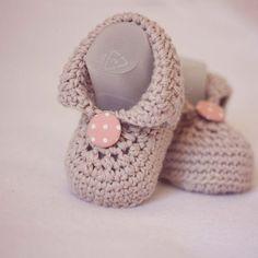 Ganchillo botines para bebes - Botas de bebé - Tutorial  (6-9 meses) ... ❥Teresa Restegui http://www.pinterest.com/teretegui/❥
