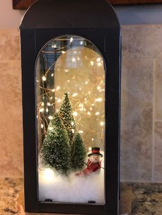 Christmas vignettes can make you smile. Christmas vignettes can warm your heart or take your thoughts to a special world or bring the world to you. And Christmas vignettes are simply great for small spaces and small space living. Noel Christmas, Winter Christmas, Vintage Christmas, Christmas Wreaths, Christmas Ornaments, Christmas Vignette, Christmas Lanterns Diy, Christmas 2019, Christmas Cactus