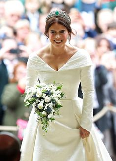 Princess Eugenie Photos - Princess Eugenie arrives for her wedding to Jack Brooksbank at St George's Chapel in Windsor Castle on October 2018 in Windsor, England. - Princess Eugenie Of York Marries Mr. Royal Wedding Gowns, Wedding Tiaras, Royal Weddings, Princess Wedding, Diana Wedding Dress, Kate Middleton Wedding Dress, Meghan Markle Wedding Dress, Princess Eugenie Jack Brooksbank, Princess Beatrice