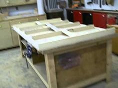 The new out-feed table is structurally complete and I show you how the trashy one was made so that you don't do the same thing in your shop. Table Saw, Fences, Woodworking Projects, Workshop, Storage, Furniture, Home Decor, Picket Fences, Purse Storage