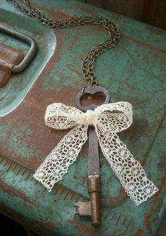 Ana Rosa - lace bow and old key Antique Keys, Vintage Keys, Vintage Love, Antique Hardware, Under Lock And Key, Key Lock, Shabby Chic Vintage, Vintage Decor, Key Crafts