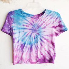 Tie Dye Crop Top Tye Dye Cropped Top Hippie by nostalgicusa Tie Dye Outfits, Cute Outfits, Camisa Hippie, Moda Tie Dye, Hipster Crop Tops, Tie Dye Fashion, How To Tie Dye, Diy Clothes Videos, Tie Dye Crop Top