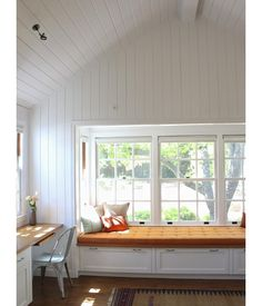 V-groove white beadboard in Mark Reilly guest house, Remodelista like the cover on window seat Bead Board Walls, Bead Board Ceiling, White Beadboard, Ship Lap Walls, Historic Homes, Built Ins, Home And Living, Decoration, Living Spaces