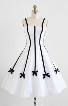 Sweetly Pretty White Dress with Black Bows - This looks so cool and cute. Pretty White Dresses, Pretty Outfits, Cute Dresses, Beautiful Dresses, Gorgeous Dress, Skater Dresses, Floral Dresses, Dance Dresses, Stylish Outfits