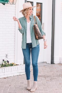 Have you ever wondered how to wear a utility shirt? Today I am sharing this look plus eight more!