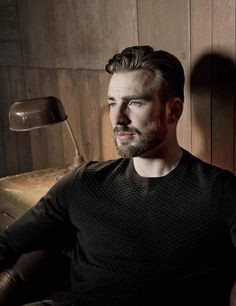 Chris Evans...Omg!!! This just might be my favorite pic of him.