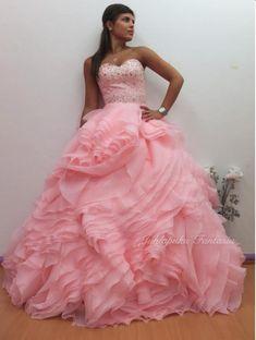 Laadukkaat juhlapuvut, vanhojentanssimekot ja morsiuspuvut edullisesti. Ball Gowns, Formal Dresses, Fashion, Ballroom Gowns, Dresses For Formal, Moda, Ball Gown Dresses, Fashion Styles, Fasion