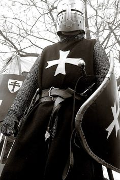 Warrior Culture : Crusaders The Crusades were taken up by thousands, only a small portion of those anointed by the church. Medieval Knight, Medieval Armor, Medieval Fantasy, Armadura Medieval, Knights Hospitaller, Knights Templar, Knight In Shining Armor, Knight Armor, Crusader Knight