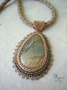 'Mano' gyöngyékszer tervező kézműves ékszerei