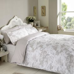 Antoinette Double Duvet Cover Set in Pink King Duvet Cover Sets, Double Duvet Covers, Single Duvet Cover, Quilt Cover Sets, Duvet Sets, Single Quilt, Dreams Beds, Wood Laminate Flooring, New Beds