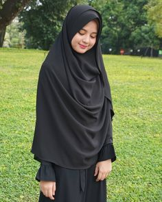 Hijab Style Dress, Modest Fashion Hijab, Niqab Fashion, Beautiful Hijab Girl, Beautiful Muslim Women, Hijabi Girl, Girl Hijab, Hijab Teen, Stylish Photo Pose