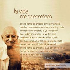 """Un día como hoy en 1869 nacía Mahatma Gandhi """"vive como si fueras a morir mañana y aprende como si fueras a vivir siempre"""" estas son algunas de sus enseñanzas"""