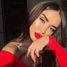 red lip makeup look Red Lipstick Makeup Red Lipstick Makeup Looks, Red Makeup Looks, Glam Makeup Look, Make Up Looks, Beauty Make-up, Hair Beauty, Flawless Beauty, Makeup Hacks, Makeup Tips