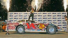 With NASCAR retirement drawing close, Tony Stewart begins to unveil some of his dirt racing plans for 2017 and beyond. Tony Stewart Racing, Dirt Track Racing, Auto Racing, Retirement Planning, Nascar, Race Cars, 3d Printing, Monster Trucks, How To Plan