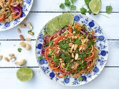 Video: Gesundes Pad Thai mit Erdnusssauce und Koriander