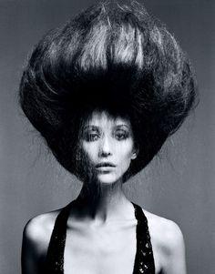 Hairstyling: Luigi Murenu