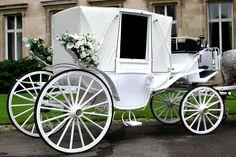 Das Kutscherspiel ist wohl eines der bekanntesten Hochzeitsspiele. Die Geschichte dazu und Tipps, wie ihr das Spiel aufpeppen könnt, findet ihr bei uns...