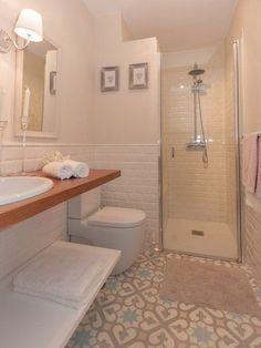Aseo minimalista y luminoso                                                                                                                                                      Más #bañospequeños