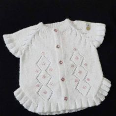 This Pin was discovered by den Baby Clothes Patterns, Baby Knitting Patterns, Baby Patterns, Clothing Patterns, Baby Poncho, Baby Vest, Crochet For Kids, Crochet Baby, Half Sweater