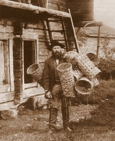 Basket weaver, Finland, 1898 Photo by Kaarle Anttila Antique Photos, Vintage Photographs, Vintage Photos, Old Pictures, Old Photos, Wooden Skyscraper, Old Baskets, Woven Baskets, Basket Weaving