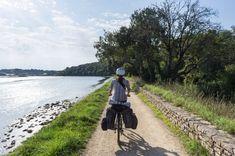 Deux semaines en Bretagne : le Finistère à vélo - Blog voyage Saint Michel, Brest, Brittany, Sidewalk, Country Roads, Explore, Mountains, Nature, Travel