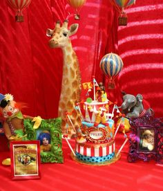 418265_340525996033342_1003019648_n_600x703  C  Circus themed b-day... reminded me of Izai's big party :)