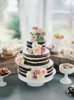 fantastische Hochzeitstorte mit Blumendeko