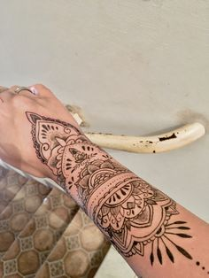 Arm Tattoos, Sexy Tattoos, Tattos, Small Tattoos, Sleeve Tattoos, Leg Mehndi, Legs Mehndi Design, Mehndi Designs, Frases Para Tattoo
